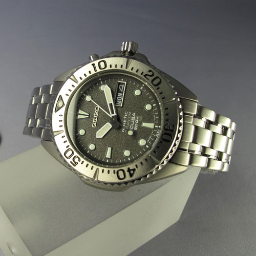 Does anyone make a 38mm 40mm titanium quartz diver - 40mm dive watch ...